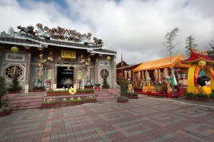 Chao-Por-Chao-Mae-Na-Pha-Shrine-Nakhon-Sawan-Thailand-07.jpg