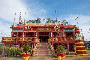 Chao-Por-Thepharak-Chao-Mae-Thapthim-Shrine-Nakhon-Sawan-Thailand-01.jpg