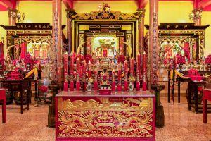 Chao-Por-Thepharak-Chao-Mae-Thapthim-Shrine-Nakhon-Sawan-Thailand-02.jpg