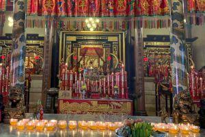 Chao-Por-Thepharak-Chao-Mae-Thapthim-Shrine-Nakhon-Sawan-Thailand-06.jpg