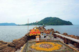 Chedi-Klang-Nam-Viewpoint-Baan-Hua-Laem-Chanthaburi-Thailand-02.jpg