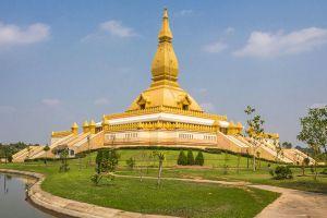 Chedi-Maha-Mongkol-Bua-Roi-Et-Thailand-01.jpg