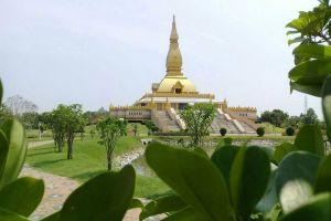 Chedi-Maha-Mongkol-Bua-Roi-Et-Thailand-03.jpg