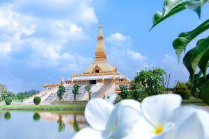 Chedi-Maha-Mongkol-Bua-Roi-Et-Thailand-04.jpg