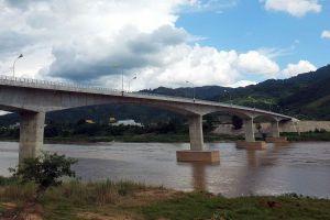 Chiang-Khong-Huay-Xai-Friendship-Bridge-Chiang-Rai-Thailand-03.jpg