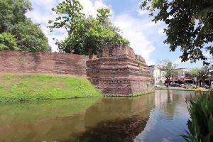 Chiang-Mai-Old-City-Thailand-06.jpg
