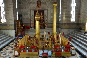 City-Pillar-Shrine-Bangkok-Thailand-03.jpg