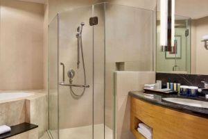 Crowne-Plaza-Galleria-Hotel-Manila-Philippines-Bathroom.jpg