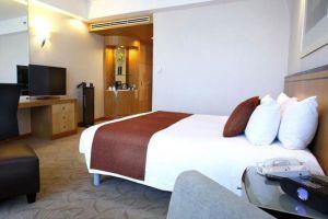 Crowne-Plaza-Galleria-Hotel-Manila-Philippines-Room.jpg