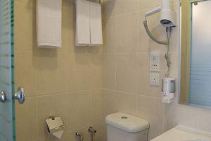 De-Galleria-Hotel-Kota-Kinabalu-Bathroom.jpg