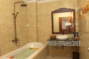 Delux-Villa-Battambang-Cambodia-Bathroom.jpg