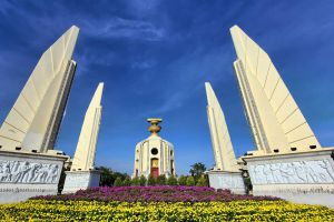 Democracy-Monument-Bangkok-Thailand-004.jpg