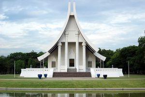 Dhammakaya-Temple-Pathumthani-Thailand-03.jpg