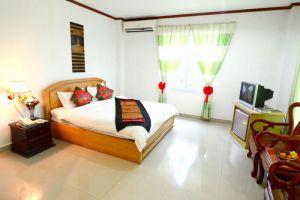 Douang-Pra-Seuth-Hotel-Vientiane-Laos-Room.jpg