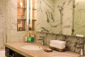 Edsa-Shangri-La-Hotel-Manila-Philippines-Bathroom.jpg
