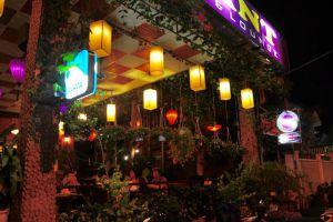 Elegant-Restaurant-Lounge-Hue-Vietnam-002.jpg