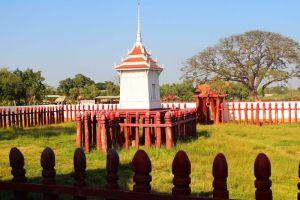 Elephant-Kraal-Pavilion-Ayutthaya-Thailand-001.jpg