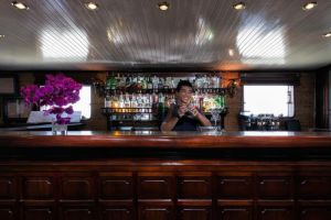 Emeraude-Classic-Cruises-Halong-Vietnam-Bar.jpg