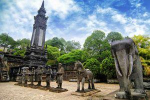 Emperor-Khai-Dinh-Tomb-Hue-Vietnam-005.jpg