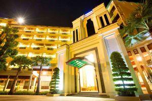 Empress-Residence-Resort-Spa-Siem-Reap-Cambodia-Entrance.jpg