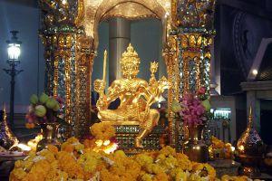 Erawan-Shrine-Bangkok-Thailand-02.jpg