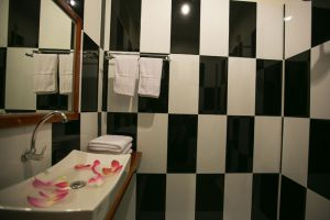 Friendly-Angkor-Boutique-Hotel-Siem-Reap-Cambodia-Bathroom.jpg