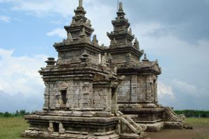 Gedong-Songo-Central-Java-Indonesia-003.jpg