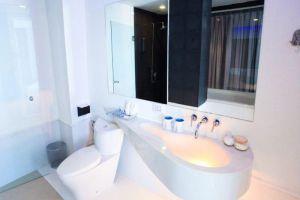 Glacier-Hotel-Khon-Kaen-Thailand-Bathroom.jpg