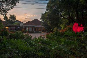 Glosis-Restaurant-Bandung-West-Java-Indonesia-01.jpg