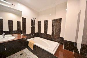 Golden-House-International-Hotel-Phnom-Penh-Cambodia-Bathroom.jpg