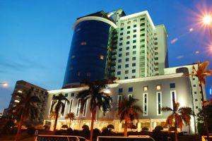 Grand-Bluewave-Hotel-Johor-Bahru-Malaysia-Facade.jpg