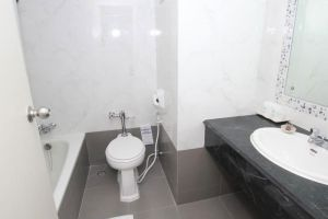 Grand-Hotel-Plaza-Hua-Hin-Thailand-Bathroom.jpg