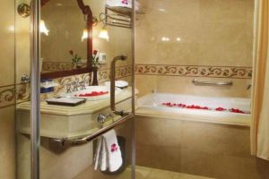Grand-Hotel-Saigon-Ho-Chi-Minh-Vietnam-Bathroom.jpg