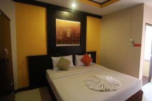 Grand-Pinnacle-Hotel-Bangkok-Thailand-Room.jpg