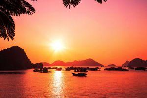 Ha-Long-Bay-Quang-Ninh-Vietnam-005.jpg