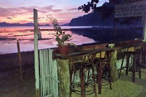 Happiness-Beach-Bar-Palawan-Philippines-04.jpg