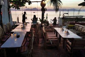 Happiness-Beach-Bar-Palawan-Philippines-05.jpg