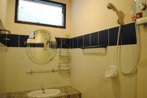 Harry's-Bungalow-Restaurant-Samui-Thailand-Bathroom.jpg