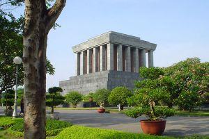 Ho-Chi-Minh-Mausoleum-Hanoi-Vietnam-002.jpg