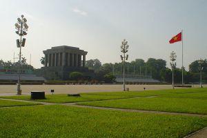 Ho-Chi-Minh-Mausoleum-Hanoi-Vietnam-005.jpg
