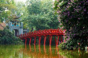 Hoan-Kiem-Lake-Hanoi-Vietnam-003.jpg