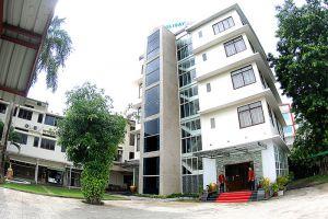 Holiday-Hotel-Yangon-Myanmar-Entrance.jpg