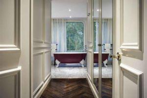 Hotel-Des-Arts-Saigon-Mgallery-Collection-Vietnam-Bathroom.jpg