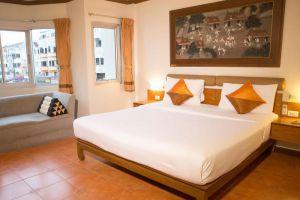Hotel-de-Karon-Phuket-Thailand-Room.jpg