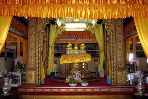 Hpaung-Daw-U-Pagoda-Shan-State-Myanmar-002.jpg