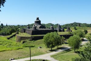Htukkanthein-Temple-Rakhine-State-Myanmar-001.jpg