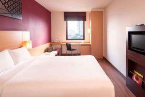 Ibis-Riverside-Hotel-Bangkok-Thailand-Room.jpg