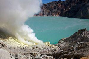 Ijen-Volcano-East-Java-Indonesia-001.jpg
