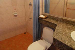 Il-Mare-Beach-Resort-Lanta-Thailand-Bathroom.jpg