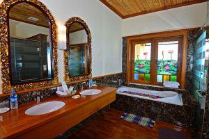 Inle-Garden-Hotel-Taunggyi-Myanmar-Bathroom.jpg